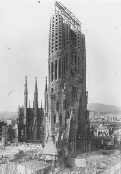 Gaudí  La Sagrada Familia en el año 1913 72ef2803af4