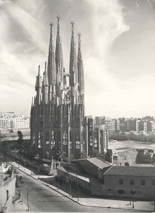 Gaudí  La Sagrada Familia en el año 1953 6d792e1017b