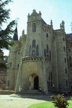 Gaud� Astorga episcopal palace Main fa�ade