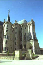 Gaud� Astorga episcopal palace from the street