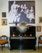 First Alb�niz piano. Upper the piano a photo with Alb�niz at the age of two with his mother and his sisters. Ensemble into the Isaac Alb�niz Museum.