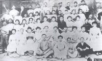 The staff of the Pujol i Bausis factory around 1904. Picture from Remei Artigas. AMEL