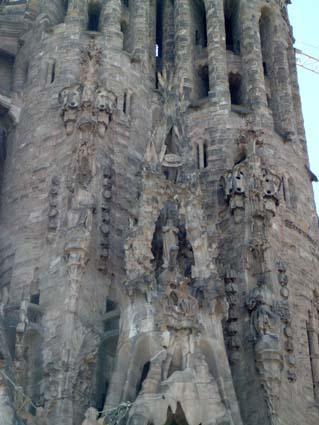 2005-03 (mar1) 071 gaudi sf naix apostols2