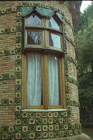 El_Capricho_finestra_Cantabria-Spain