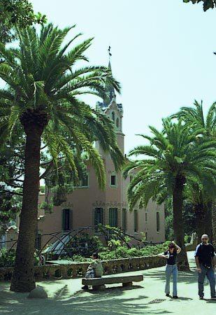 G_Park_Guell_Casa_Gaudi_vista_general