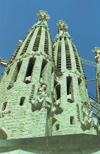 G_S_Fam_Facana_Passio_Dues_torres_i_escultures