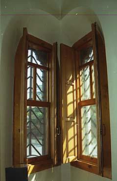 Gaudi Casa Botines Interior Finestra amb porticons
