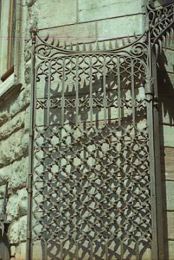 Gaudi Casa Botines Reixat de la porta