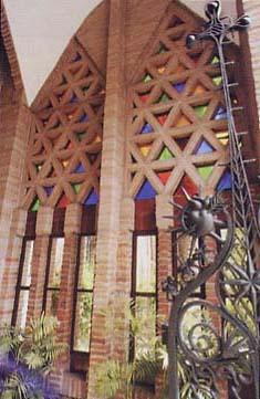 Gaudi_C._Teresianes_Interior_entrada