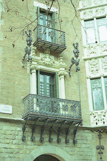 PiC_Casa_Punxes_Balcons_-