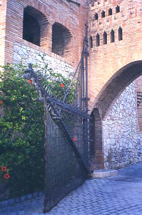 Sitges_Celler_Garraf_Porta_ferrada