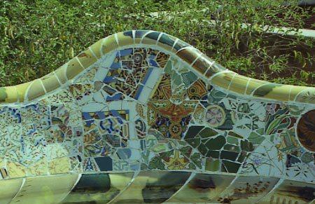 ANTONI GAUDÍ I CORNET  (1852-1926)  La ceràmica en l'obra de Gaudí