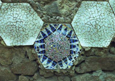 G Park Guell Mosaics hexagonals Casa Gaudi 2