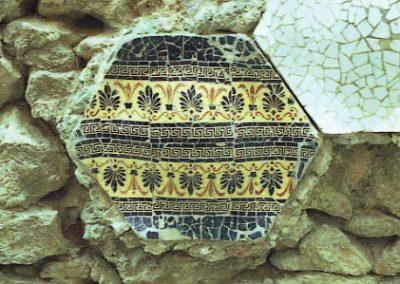 G Park Guell Mosaics hexagonals Casa Gaudi