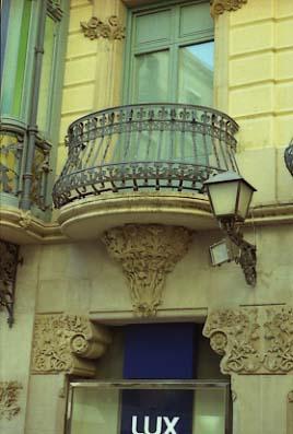 Lleida Casa Llorens Capitells i balco
