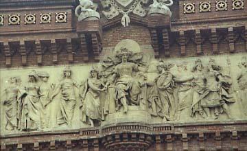 Reynes Arc Triomf Barcelona rep les nacions